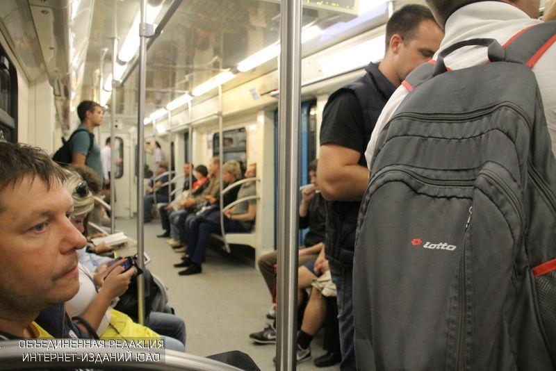 Пассажирам столичной подземки начнут раздавать питьевую воду в жаркую погоду
