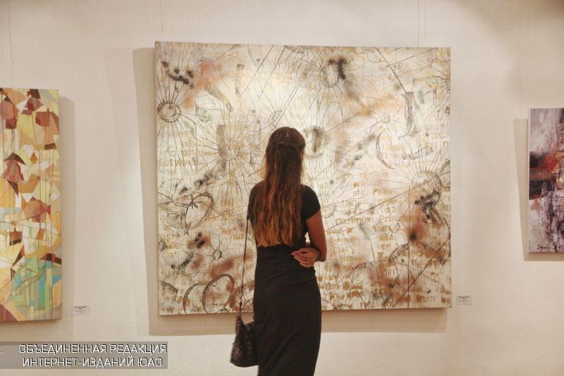 В галерее