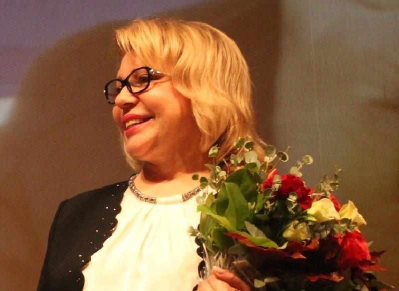 Елена Панина поздравила женщин с Днем матери