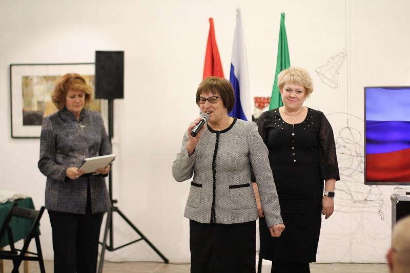 Мы - граждане России: в Нагатине-Садовниках прошла торжественная церемония вручения паспортов школьникам