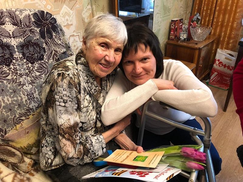 Ветераны Нагатина-Садовников получили памятные медали «75 лет Победы» из рук муниципальных депутатов