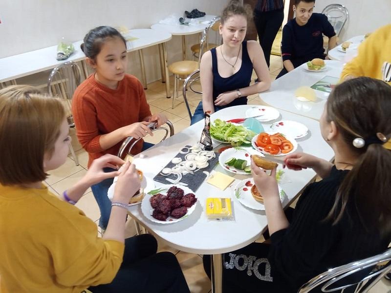 Семейный центр «Берегиня», Международный женский день, подростковый клуб «VOZДУХ»